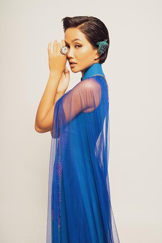 HHen Niê là 1 trong 12 mỹ nhân góp mặt trong show diễn Báu vật nghìn năm tổ chức vào ngày 18/10 tại TP HCM.