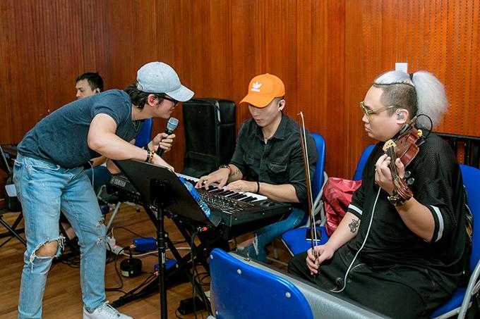 Liveshow Gặp gỡ thanh xuân sẽ mở cửa tự do, diễn ra ở Đại học Hà Nội vào tối 12/10.