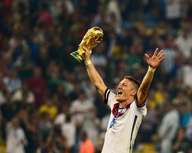 Tiền vệ Bastian Schweinsteiger chia tay sân cỏ sau 17 năm cống hiến. Ảnh: Instagram.