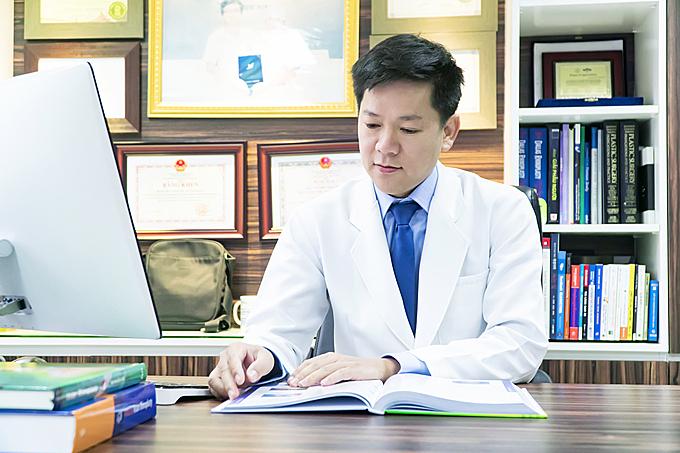 Theo Tiến sĩ, bác sĩ Nguyễn Phan Tú Dung - Giám đốc Bệnh viện thẩm mỹ JW Hàn Quốc, talkshow Giải mã tinh hoa trong tái phẫu thuật mũi là sự kiện lớn dành cho những người quan tâm đến nâng mũi hoặc chỉnh sửa lại mũi phẫu thuật hỏng. Tại sự kiện, các chuyên gia thẩm mỹ sẽ giới thiệu các công nghệ làm đẹp hiện đại từ Hàn Quốc, Canada và xu hướng thẩm mỹ của thế giới hiện nay. 50 vé VIP cuối cùng sẽ ưu tiên cho trường hợp đăng ký nhanh tại đây hoặc gọi đến hotline 09 6868 1111 - 09 6868 2222.