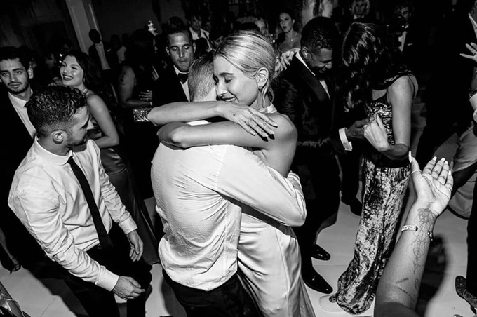 Justin - Hailey đắm say trong tiệc cưới.
