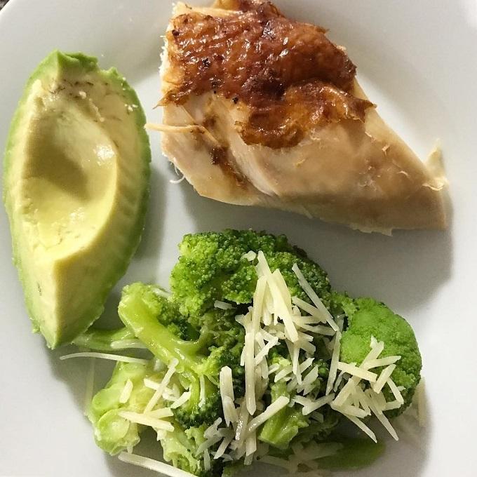 Tỷ lệ các chất dinh dưỡng trong chế độ ăn Keto lần lượt là: 5% carb - 25% protein - 70% chất béo.