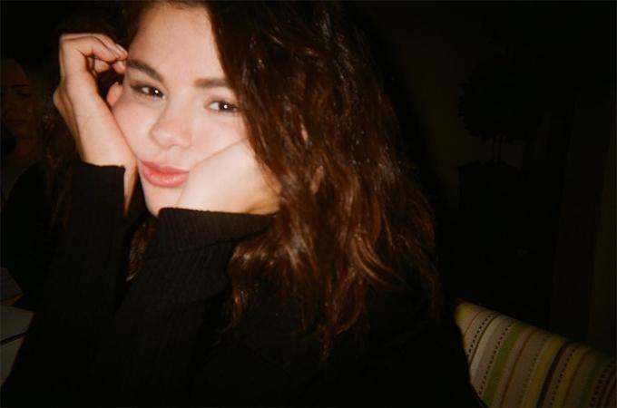 Khoảnh khắc đời thường khác của Selena bên bạn bè ở Boston, Mỹ.