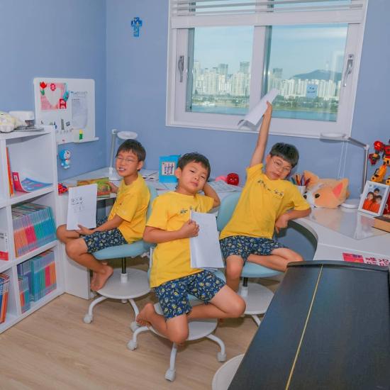 Ba con trai của Song Il Gook trong những hình ảnh mới nhất.