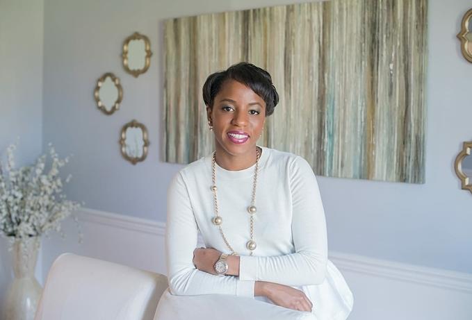 Bola Sokunbi hiện trở thành chuyên gia tư vấn và đào tạo quản lý tài chính cá nhân cho nhiều phụ nữ.