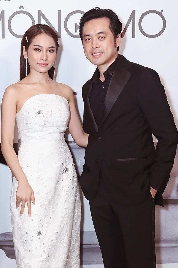 Vợ chồng Dương Khắc Linh - Sara Lưu tình tứ sánh đôi.