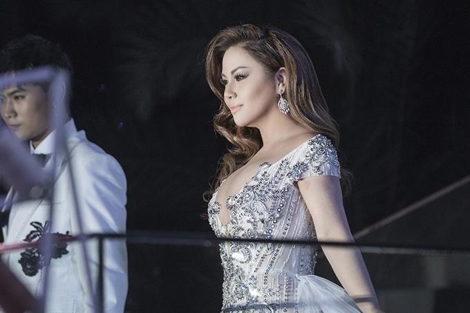 Sự xuất hiện của Minh Tuyết nhận được nhiều cổ vũ từ đông đảo nghệ sĩ và khách mời dự show.