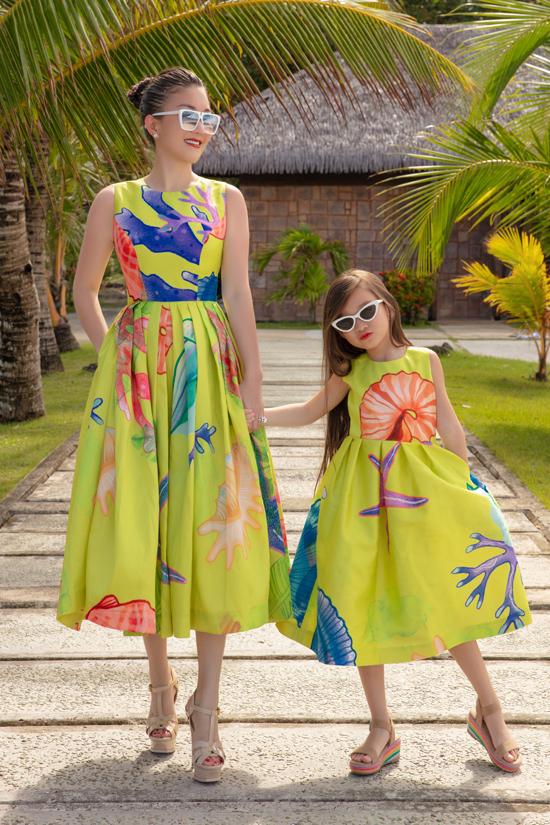 Các mẫu thiết kế sử dụng nhiều khối màu bắt mắt, họa trộn một cách ngẫu hứng theo phong cách tranh màu nước.