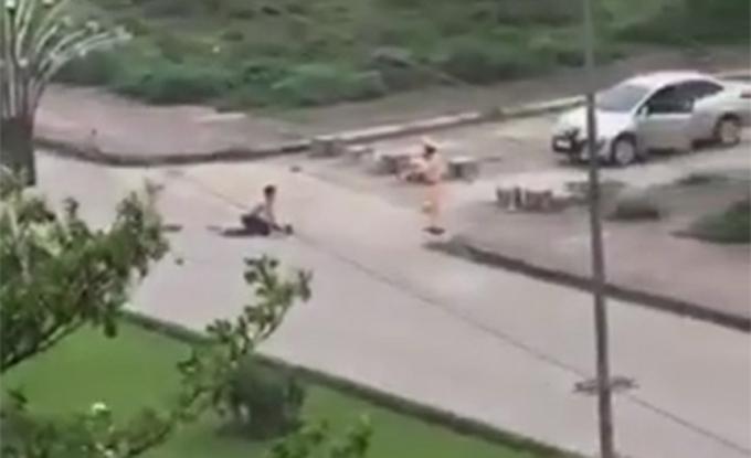 Hình ảnh trung tá Nguyễn Chí Kiều chứng kiến vụ án mạng song không can thiệp kịp thời. Ảnh cắt từ camera.