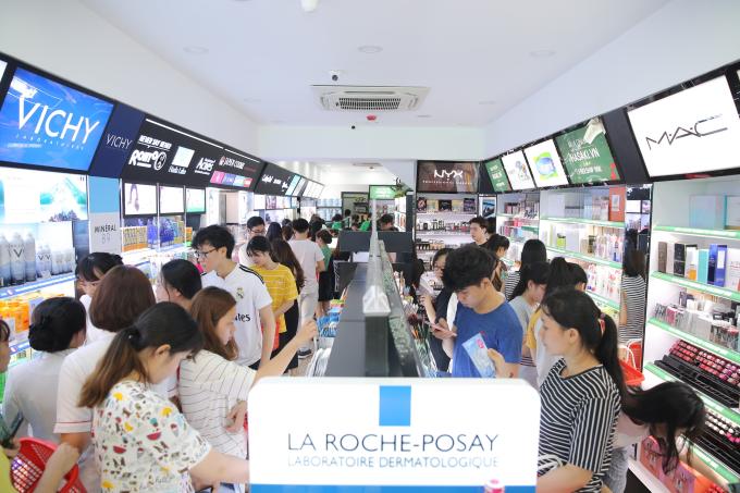 Hơn 5.000 sản phẩm đa dạng đến từ các thương hiệu mỹ phẩm trong và ngoài nước tại Hasaki chi nhánh 6 sẽ đáp ứngnhu cầu của phái đẹp.