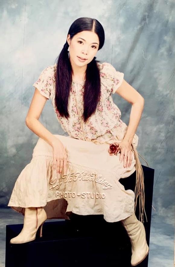 Bức ảnh được chụp tại một studio nổi tiếng ở Sài Gòn năm 2003.