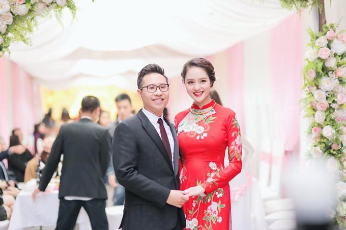 Hoàng Anh bên chồng Đức Anh. Hoàng Anh sinh năm 1994, đăng quang Á hậu 2 của cuộc thi Hoa hậu Việt Nam 2012, chồng cô làm việc ở một cơ quan nhà nước.