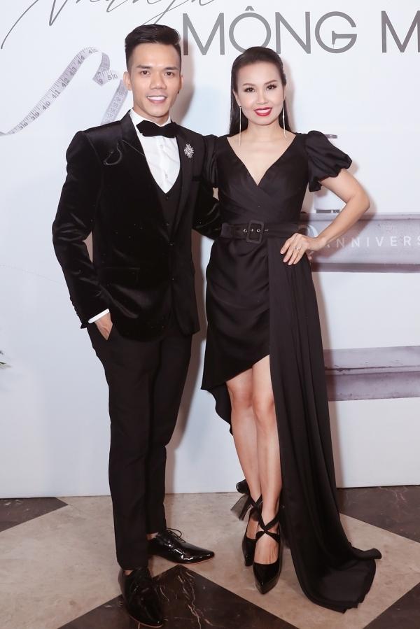Cẩm Ly là một trong những ca sĩ có mối quan hệ thân thiết với Tuấn Trần nên quyết định dành thời gian đến ủng hộ đàn em tổ chức show diễn đầu tiên sau 10 năm làm nghề.