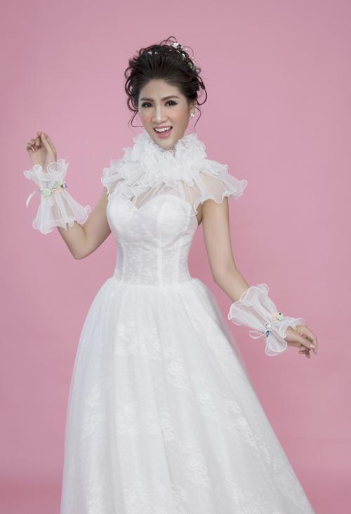 Vẫn là tông hồng baby nhưng cô dâu có thể tăng lượng phấn má để diện mạo thêm ấn tượng.