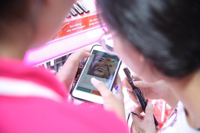 Người mua có thể check thông tin và giá cả bằng app Hasaki, đồng thời nhậnngay ưu đãi5% khi mua hàng qua app lần đầu.