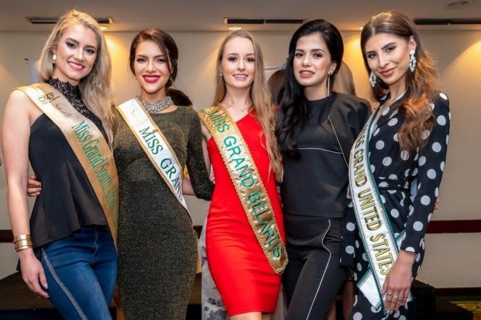 Hiện có khoảng 26 thí sinh đến Venezuela chuẩn bị cho cuộc thi. Năm nay, Hoa hậu Hòa bình có số lượng thí sinh dự thi vỏn vẹn gần 60 do nhiều quốc gia lo ngại tình hình bất ổn tại đất nước chủ nhà.