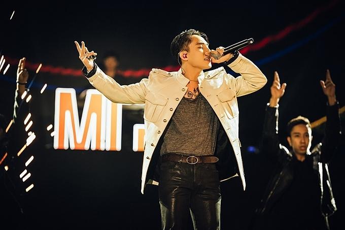 Sơn Tùng M-TP xuất hiện trong đại nhạc hội Count down Party diễn ra tại Vinhomes SmartCity, vào cuối tuần qua.