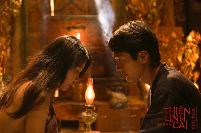 Đinh Y Nhung có cảnh gợi cảm bên cạnh Quang Tuấn.