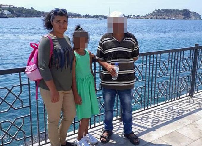 Bulut chụp ảnh cùng con gái và một người họ hàng trước khi bị giết. Ảnh: Twitter.