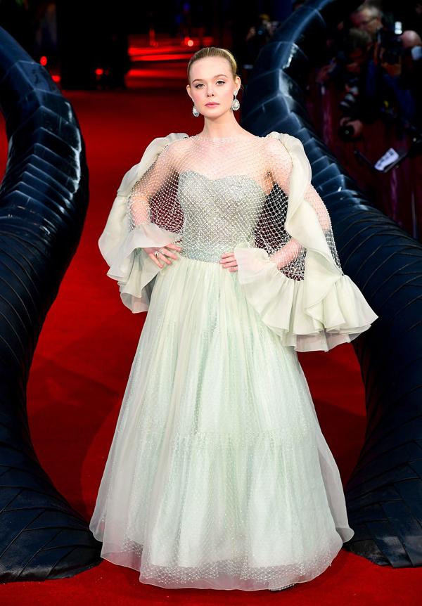Ella Fanning được khen phù hợp hoàn hảo với vai diễn Aurora. Người đẹp sinh năm 1998 ngày càng xinh đẹp và thành công trong sự nghiệp diễn xuất.