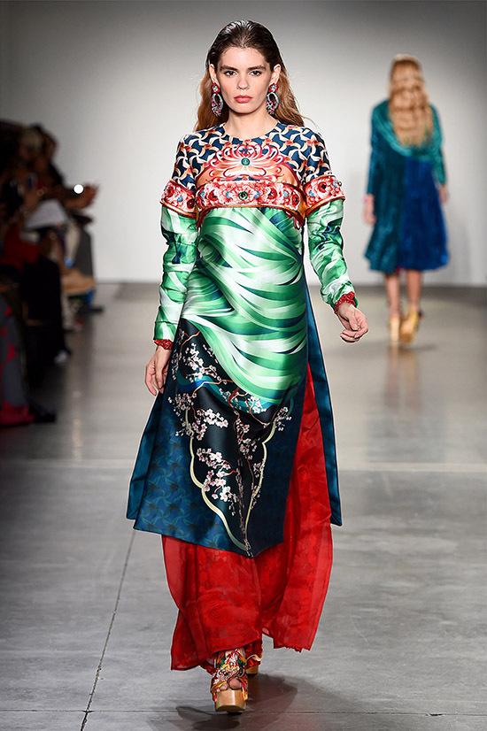 Nhà thiết kế người Việt mang tới sưu tập nhiều màu sắc, hoạ tiết độc đáo.
