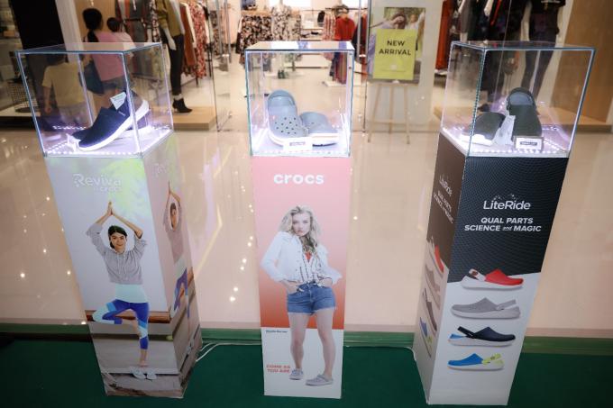 Nhung Gumiho và Ốc Thanh Vân tham gia sự kiện Crocs ra mắt 3 dòng sản phẩm mới, lý giải vì sao ai cũng nên sở hữu ít nhất 1 đôi đến từ thương hiệu này - xin edit