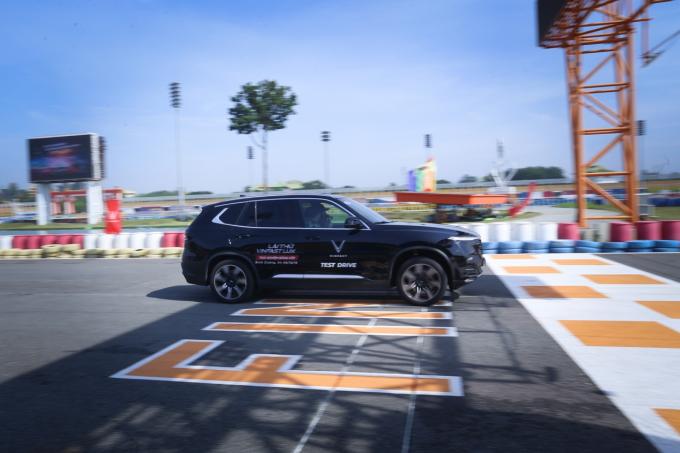 Ba bài tập lái thử dành cho khách trải nghiệm bộ đôi VinFast Lux - 1