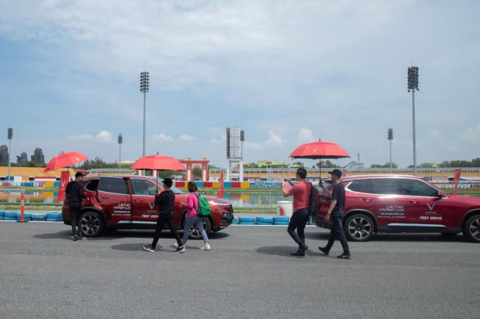 Ba bài tập lái thử dành cho khách trải nghiệm bộ đôi VinFast Lux - 2