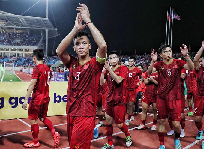 Quế Ngọc Hải là người thực hiện pha kiến tạo chuẩn xác để Quang Hải băng xuống dứt điểm đánh bại thủ môn Malaysia ở phút 40. Ảnh: Giang Huy.