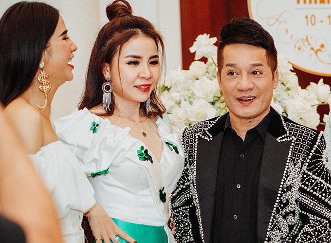 Nghệ sĩ Minh Nhí và nhiều bạn bè thân thiết dự sinh nhật con trai Lâm Khánh Chi.