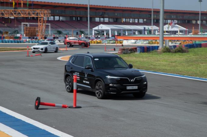 Ba bài tập lái thử dành cho khách trải nghiệm bộ đôi VinFast Lux - 3