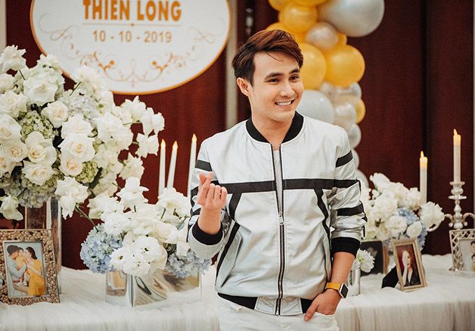 Diễn viên hài Huỳnh Lập cũng là khách mời trong buổi tiệc thôi nôi hoành tráng vợ chồng Lâm Khánh Chi tổ chức cho con trai.