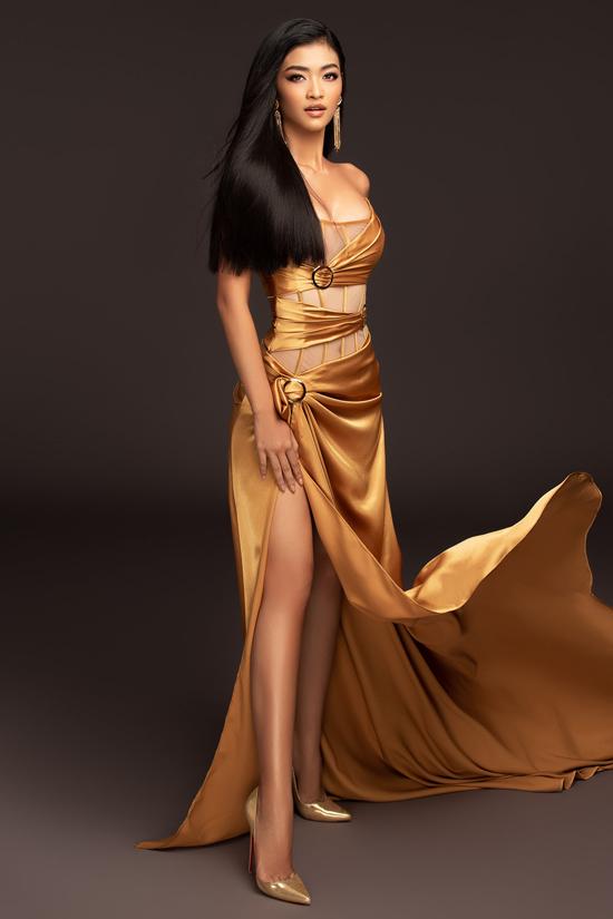 Á hậu Kiều Loan xuất hiện trong mẫu thiết kế mới của Đỗ Long lấy cảm hứng từ xu hướng váy corset.