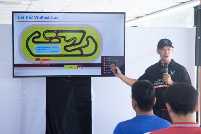 Ba bài tập lái thử dành cho khách trải nghiệm bộ đôi VinFast Lux - 7