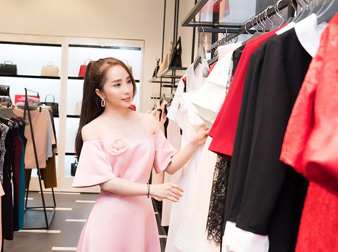 Sau khi được chú ý với vai Nhã trong Về nhà đi con, Quỳnh Nga tích cực đóng phim trở lại. Hiện tại, cô chủ yếu ở Sài Gòn để quay phim Hoa trong bão của đạo diễn Trần Cảnh Đôn và thỉnh thoảng ra Hà Nội mỗi khi có sự kiện quan trọng.