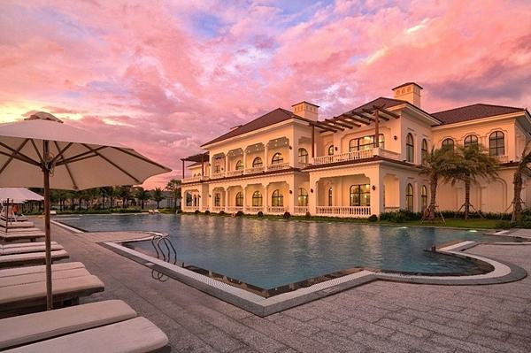 Nằm trong danh sách đề cử giải thưởng của WTA, Vinpearl Discovery 2 Phú Quốc sở hữu quần thể biệt thự biển 5 sao, là nơi du khách có thể du ngoạn, khám phá danh lam thắng cảnh, văn hóa bản địa, và thưởng thức đặc sản địa phương.
