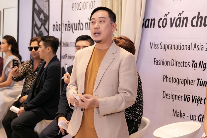 Nhà thiết kế Võ Việt Chung chia sẻ về chủ đề và nội dung của show diễn kỷ niệm 25 năm theo đuổi sự nghiệp thời trang cùng dàn mẫu trẻ.