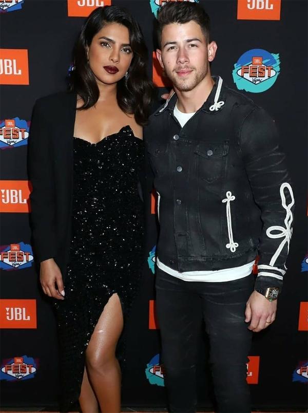Một năm qua, Priyanka bận rộn với công việc diễn xuất trong khi Nick cùng ban nhạc Jonas Brothers phát hành album và đi lưu diễn nên cả hai chưa có thời gian tính đến chuyện con cái. Hoa hậu Thế giới 2000 cho biết, kế hoạch sắp tới của cô là mua nhà và sinh con.