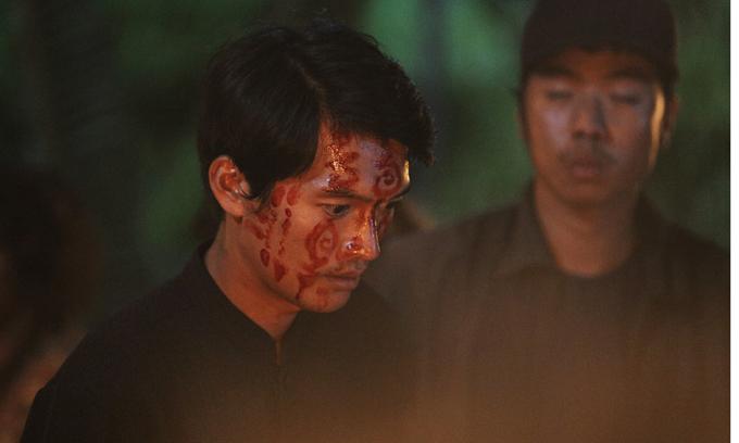 Quang Tuấn hóa trang thành thầy Huỳnh.