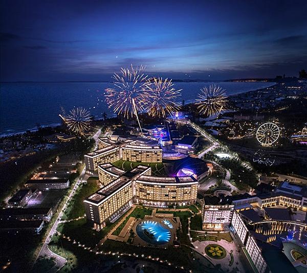 Tọa lạc tại quần thể khách sạn - ẩm thực - mua sắm - sự kiện - giải trí công nghệ cao đa tiện ích VinOasis Phú Quốc, Vinpearl Convention Center sở hữu vị thế đắc địa bên cạnh bờ biển Bãi Dài. Những đại biểu tham dự lễ trao giải WTA châu Á - châu Đại Dương 2019 sẽ được trải nghiệm trọn vẹn và bắt nhịp với những xu hướng du lịch - nghỉ dưỡng hàng đầu trên thế giới tại đảo ngọc.