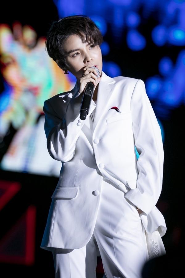 Vũ Cát Tường biểu diễn ở Asia Song Festival