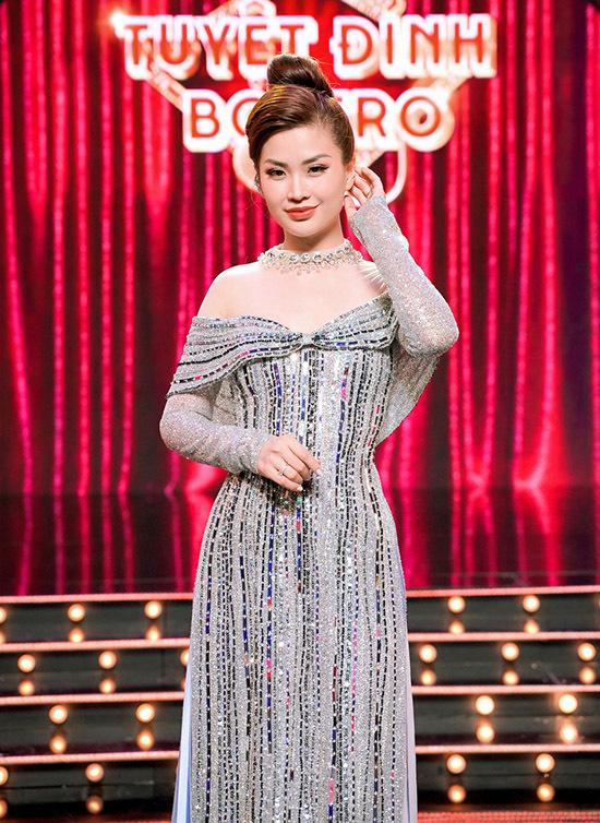 Đây là lần đầu Diễm Trang cầm trịch một cuộc thi hát nhạc bolero nên cô chuẩn bị trang phục, kiến thức âm nhạc kỹ lưỡng trước khi lên sân khấu.