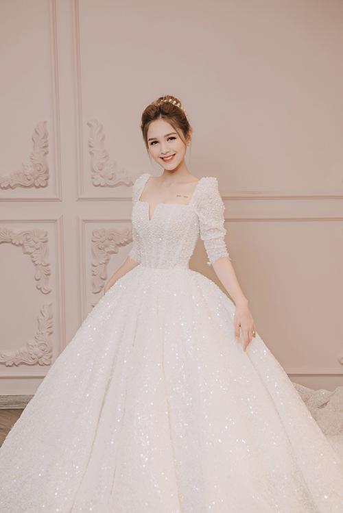 Cảm hứng sáng tạo nên váy Alice đến từ hình ảnh kinh điển của nàng nàng Alice tại miền đất thần tiên Wonderland.