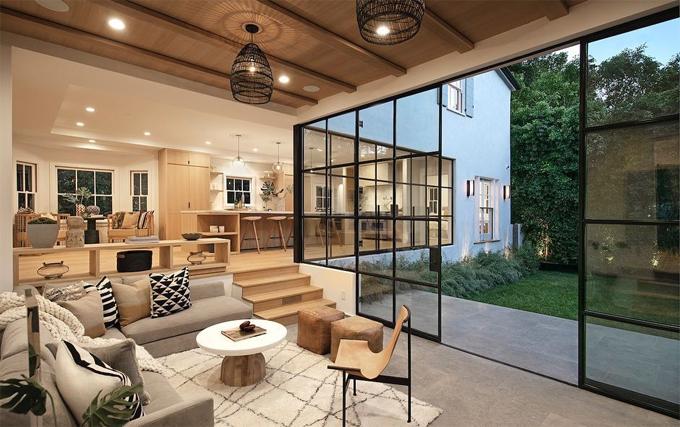 Đầu năm nay, Justin mua nhà qua công ty môi giới bất động sản. Biệt thự được rao bán với giá 8,9 triệu USD trước khi Justin mua với giá 8,5 triệu USD.