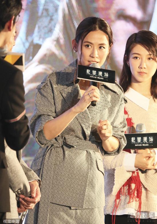 Tại sự kiện, Tuyên Huyên trông tươi trẻ, duyên dáng trong bộ suit cách điệu kết hợp boot cao cổ.