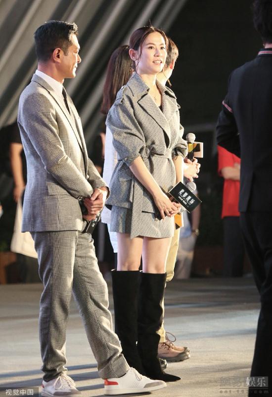 Trong sự kiện, Cổ Thiên Lạc thường trực đứng bên Tuyên Huyên, thi thoảng dành cho cô ánh nhìn tình cảm. Hai người từng nhiều lần bị đồn phim giả tình thật, thậm chí còn bị nghi ngờ sắp cưới, nhưng họ ra sức phủ nhận và nói chỉ là bạn bè.