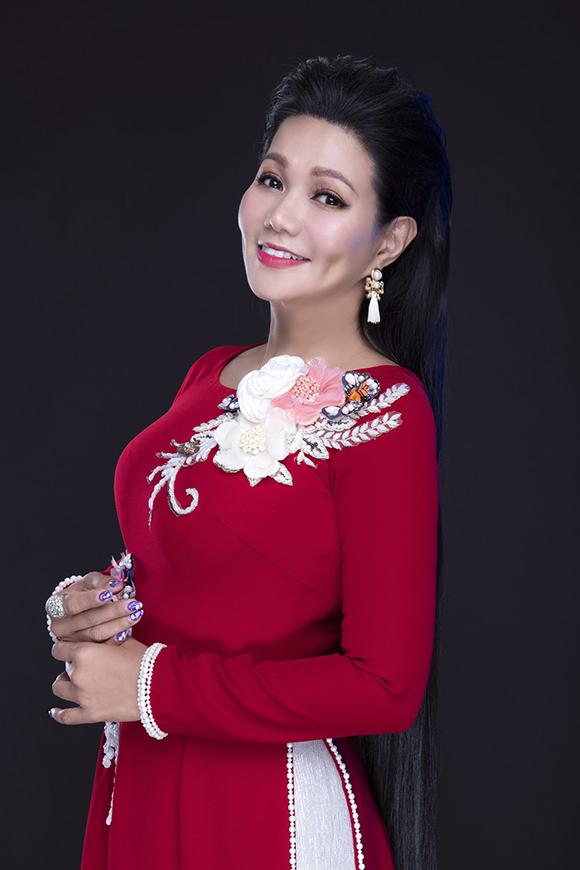 Photo: Harris Thông. Make-up & làm tóc: Sang Nguyễn.