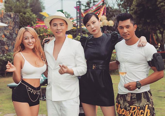 Lương Bằng Quang (ngoài cùng bên phải) gặp lại Ngân 98 sau vài tháng chia tay. Cả hai cùng với cựu người mẫu Dương Yến Ngọc là khách mời dự tiệc sinh nhật Văn Thành Công.