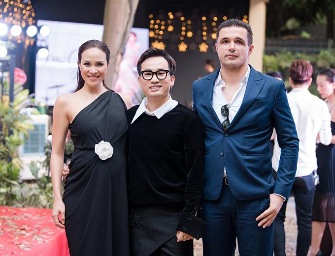 Phương Mai, Hoàng Anh đụng váy bầu ở show Hà Duy