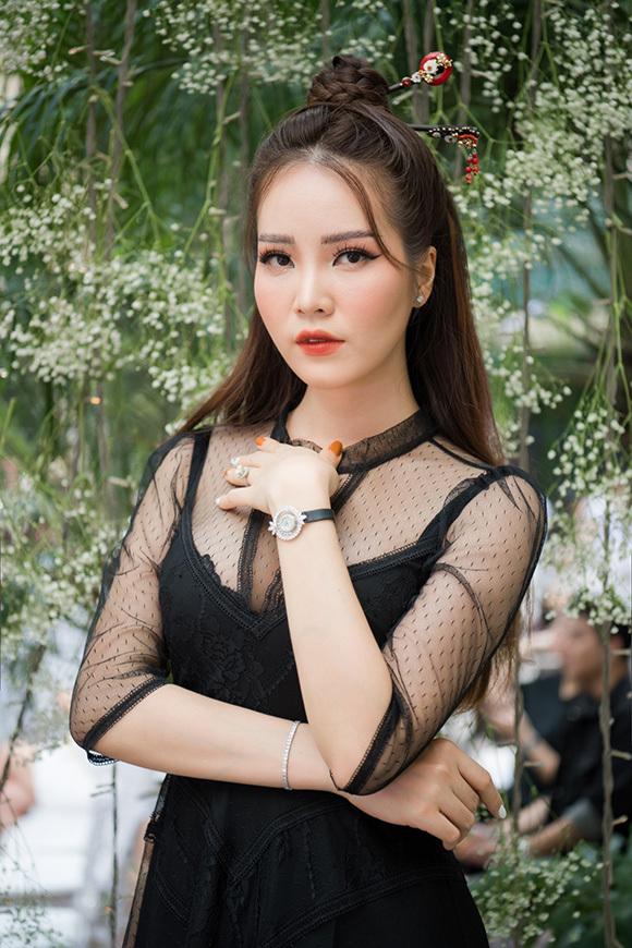 Phương Mai, Hoàng Anh đụng váy bầu ở show Hà Duy - 8